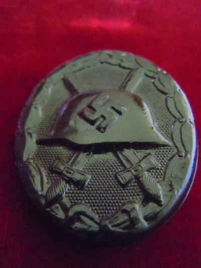 Badge de blessé noir allemand et argent. Badge110