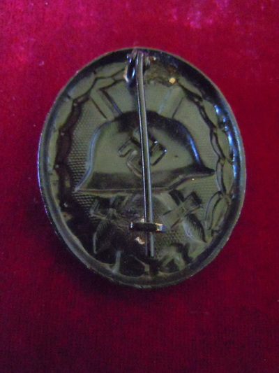 Badge de blessé noir allemand et argent. Badge210