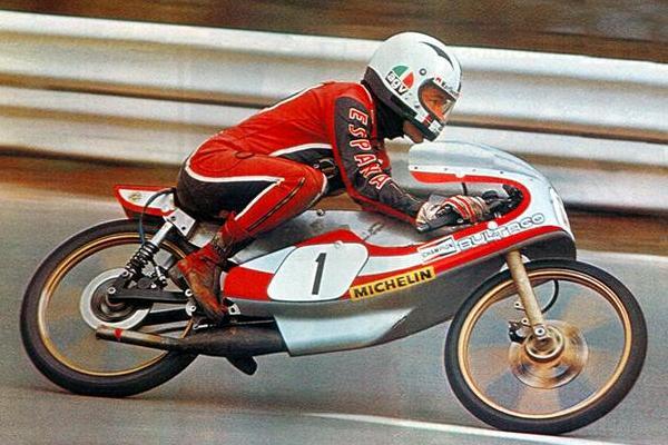 Réplica Bultaco 50 MOTUL Carmona 1982 - Página 19 Anbult10