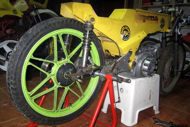 Réplica Bultaco 50 MOTUL Carmona 1982 - Página 19 Img_2217