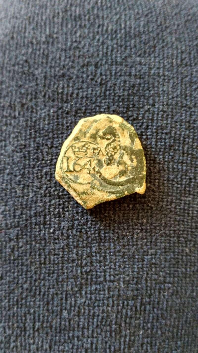8 maravedís de Felipe III o IV con resello a VIII mrvs. de 1642.  Img_2015
