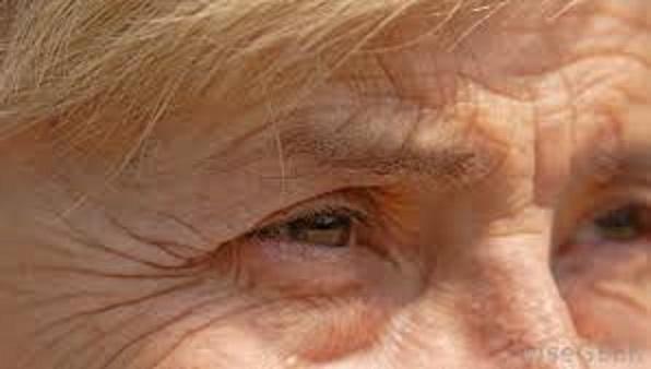 Vết nhăn trên khóe mắt (thơ ĐL dp) 00210