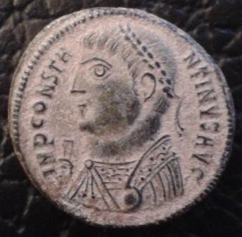 Nummus de Constantino I. IOVI CONSERVATORI AVGG. Júpiter estante a izq. Nicomedia 20161010