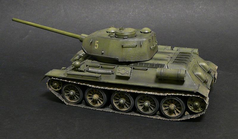 Моделист 1/35  Т-34-85 P1090111