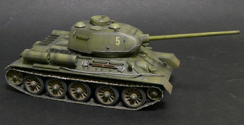 Моделист 1/35  Т-34-85 P1090112