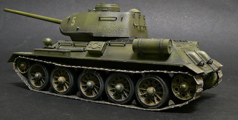 Моделист 1/35  Т-34-85 P1090113