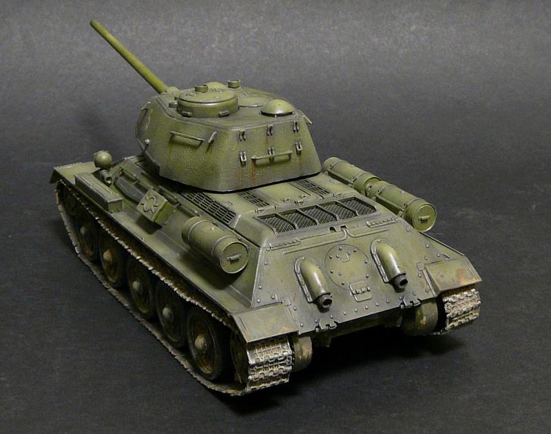 Моделист 1/35  Т-34-85 P1090115