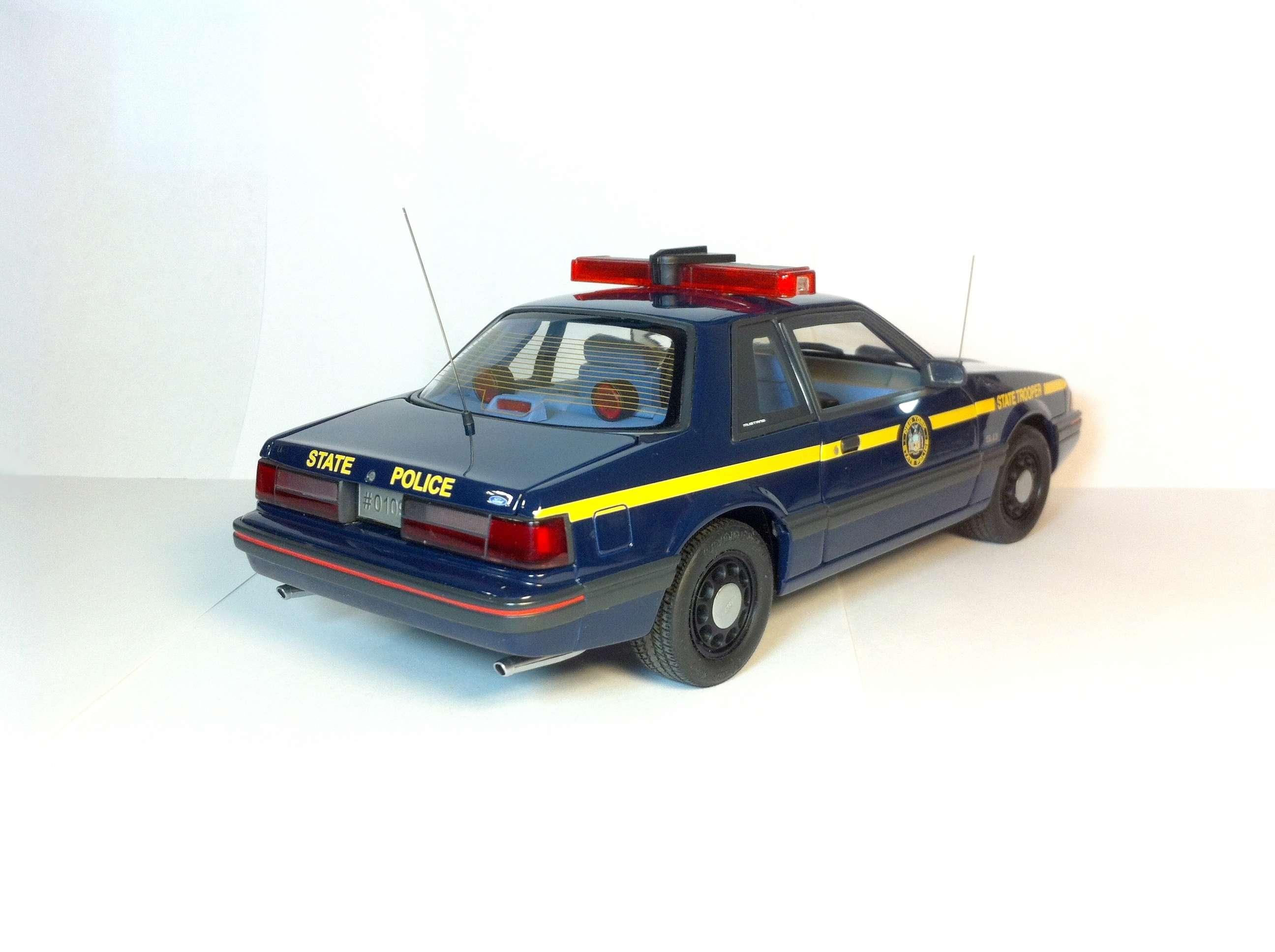 Продам Форд Мустанг 1988 1/18 311