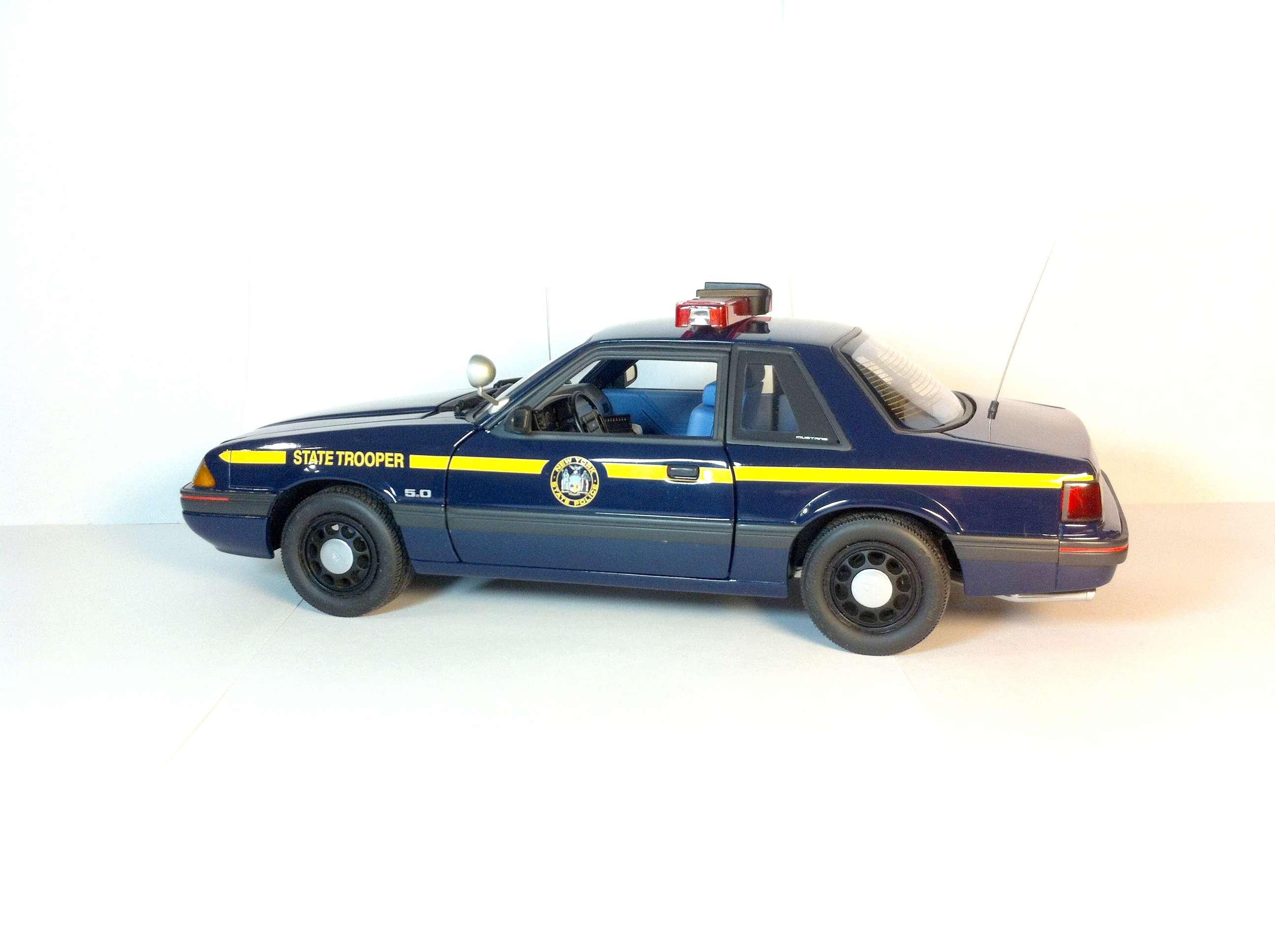 Продам Форд Мустанг 1988 1/18 411