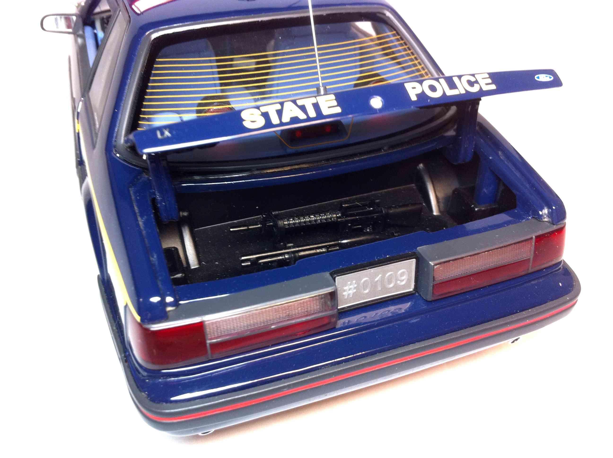 Продам Форд Мустанг 1988 1/18 611