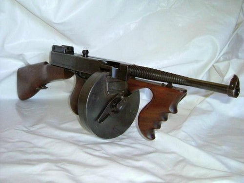 Pistolet-mitrailleur Thompson 1928 Tbis10
