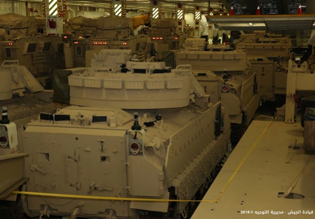 تسلّم الجيش اللبناني الدفعة الثانية من آليات القتال المدرعة نوع  برادلي N0302214