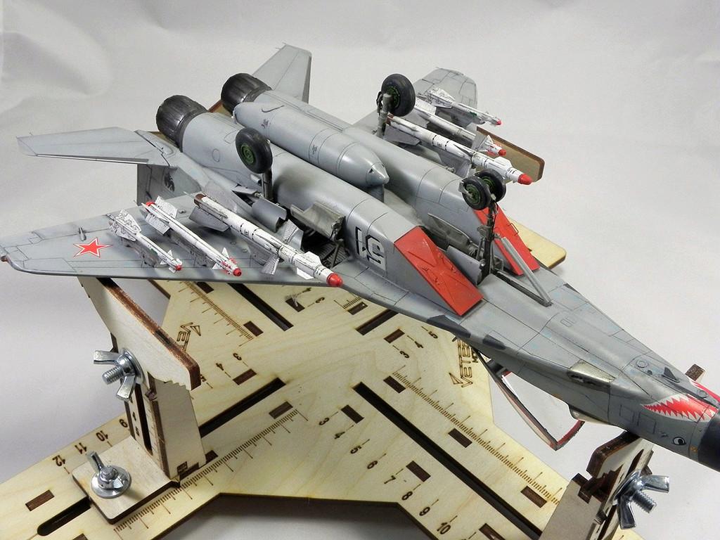 МиГ-29 (9-13) 1:48 Eduard 11211