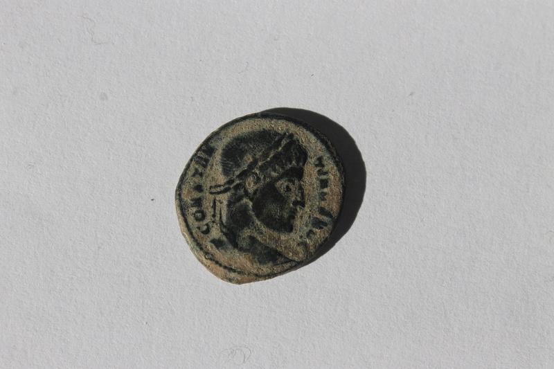 AE3 de Constantino I Magno. D N CONSTANTINI MAX AVG - VOT / XX. Ticinum. 127_210