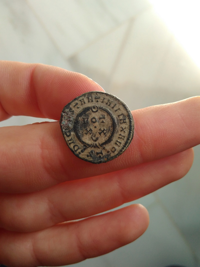 AE3 de Constantino I. DN CONSTANTINI MAX AVG / VOT XX. Ticino 319_110