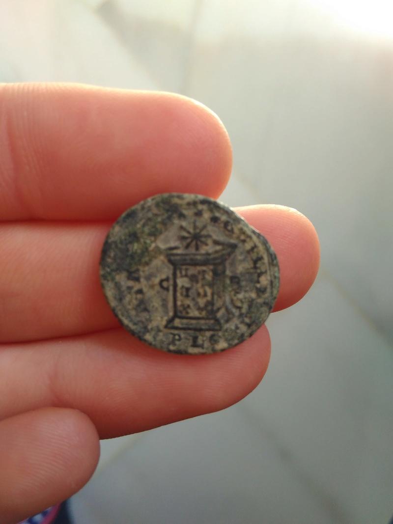 AE3 de Constantino I. BEATA TRANQVILLITAS. Lyon 323_110