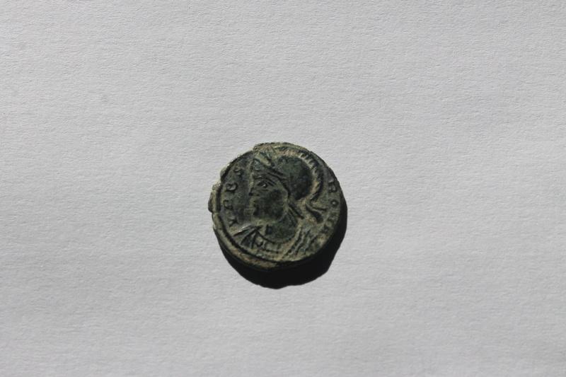 AE3 conmemorativo de la ciudad de Roma. Loba con Rómulo y Remo. Arlés Img_0011