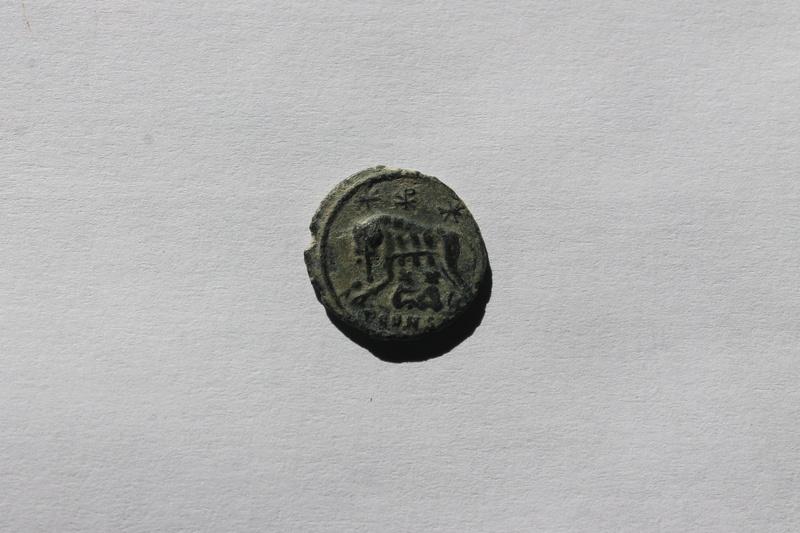 AE3 conmemorativo de la ciudad de Roma. Loba con Rómulo y Remo. Arlés Img_0012