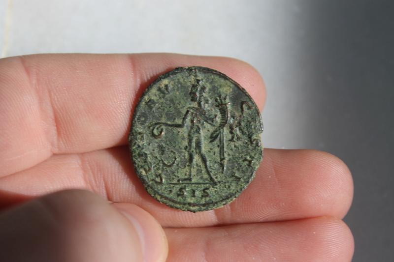 Nummus de Galerio Maximiano. GENIO AVGVSTI. Genio estante a izq. Siscia. Img_0025