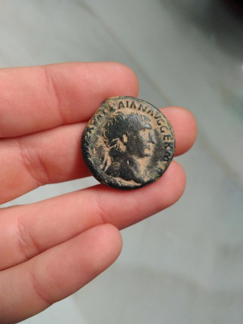 As de Trajano. Victoria en marcha a izq. Roma. Img_2071