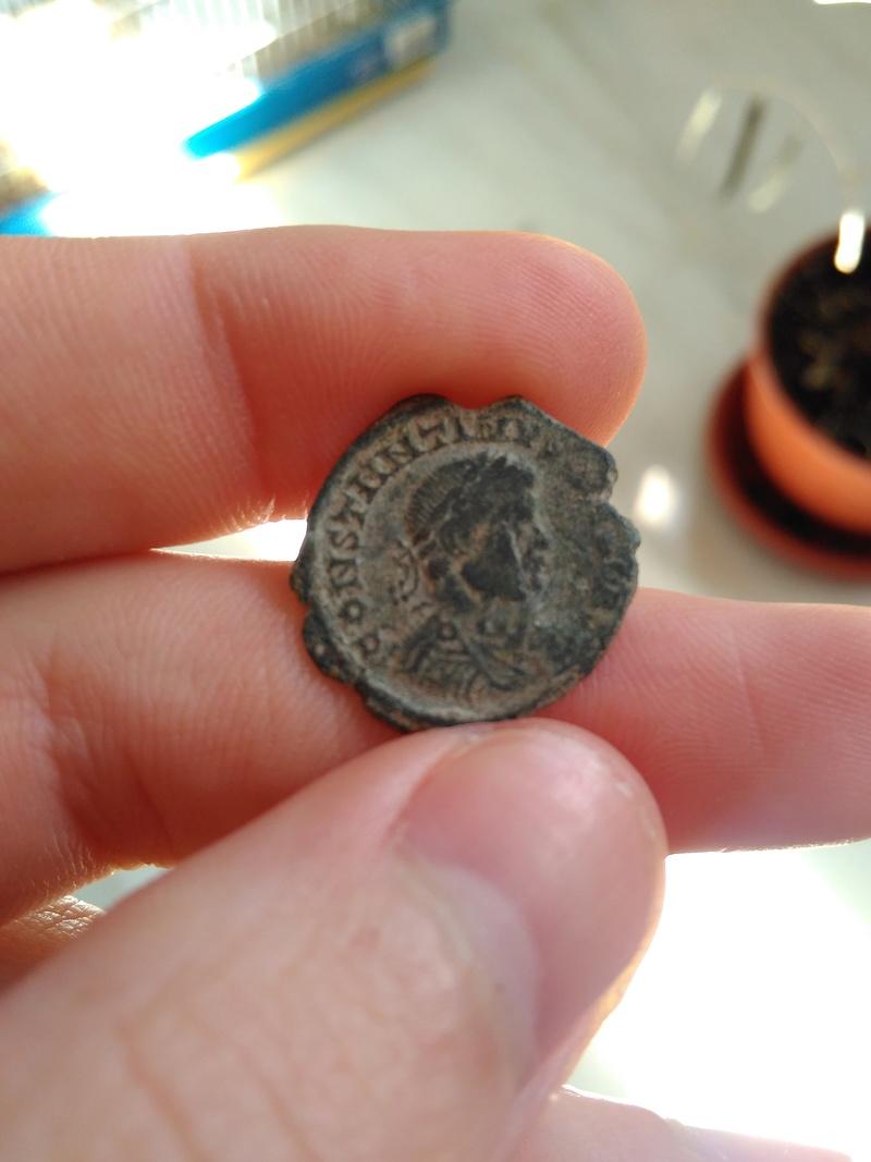 AE3 híbrido. Anverso de Constantino II y reverso de Constantino I. Arles. Img_2074