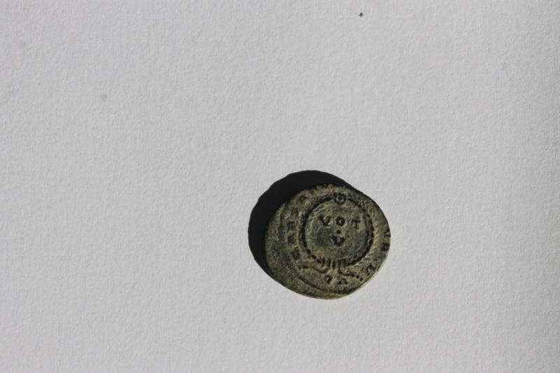 AE3 de Licinio II. CAESARVM NOSTRORVM / VOT V. Arlés Img_9910