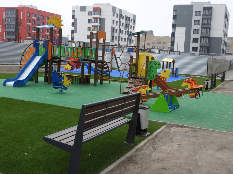 Фото-видеообзоры благоустройства придомовой территории - первая детская площадка и аллея с мини ботаническим садом 5510