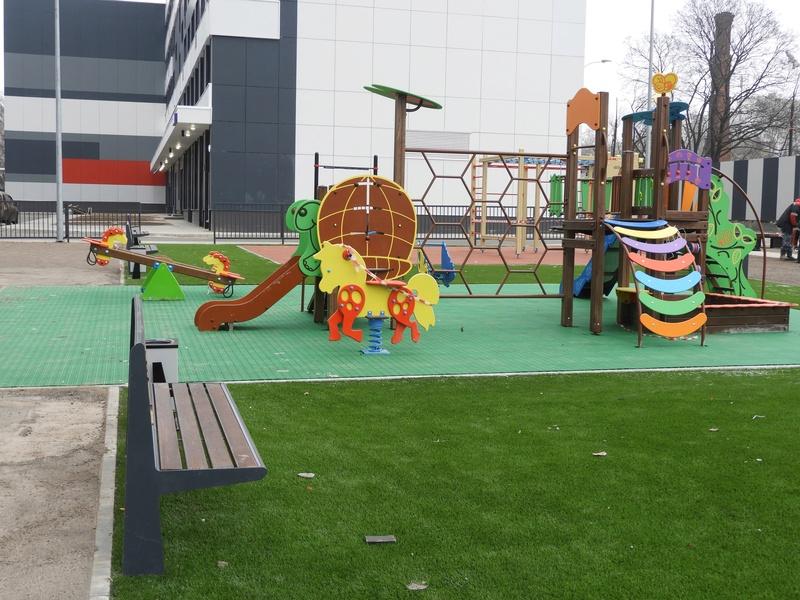 Фото-видеообзоры благоустройства придомовой территории - первая детская площадка и аллея с мини ботаническим садом 7710