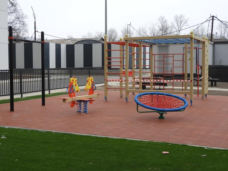Фото-видеообзоры благоустройства придомовой территории - первая детская площадка и аллея с мини ботаническим садом Nnn2kr10