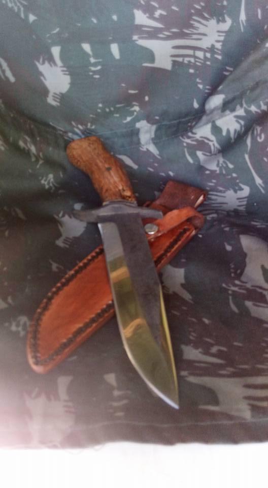 dos cuchillos que van saliendo 1311