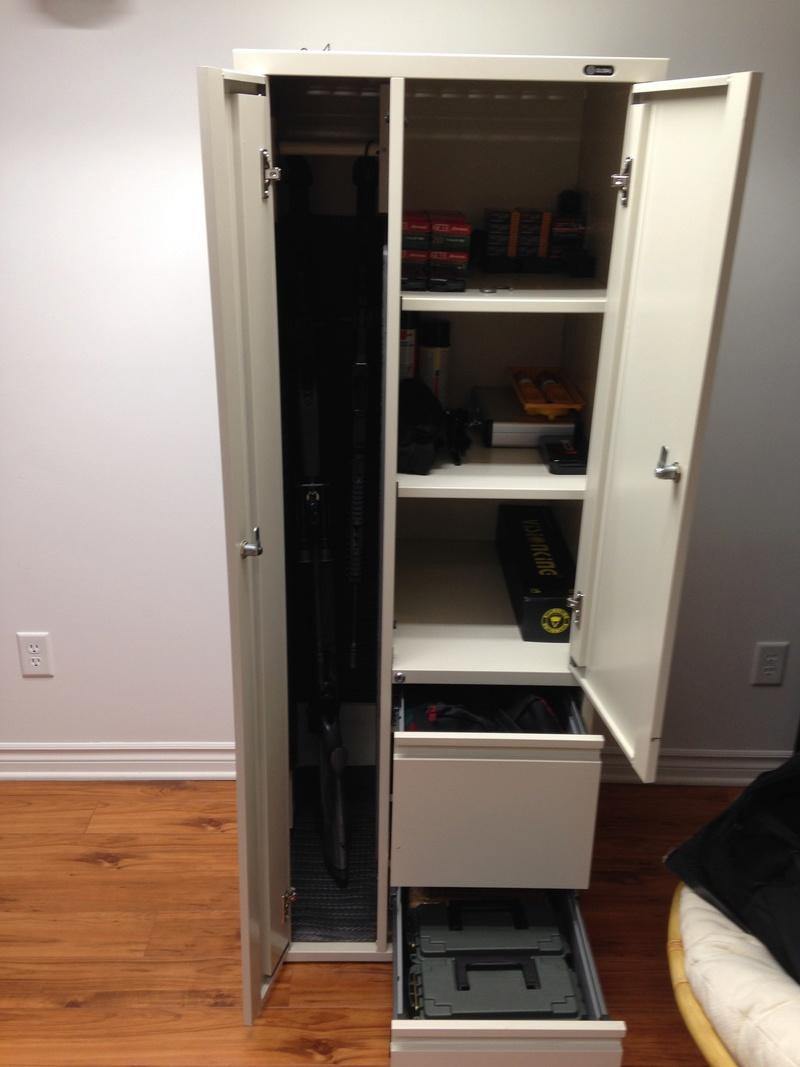 Qu'avez vous comme armoires pour vos armes ? Img_0112