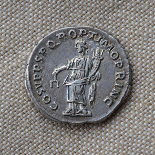 Denario de Trajano. COS V P P S P Q R OPTIMO PRINC. Aequitas estante a izq. Roma. Img-2011