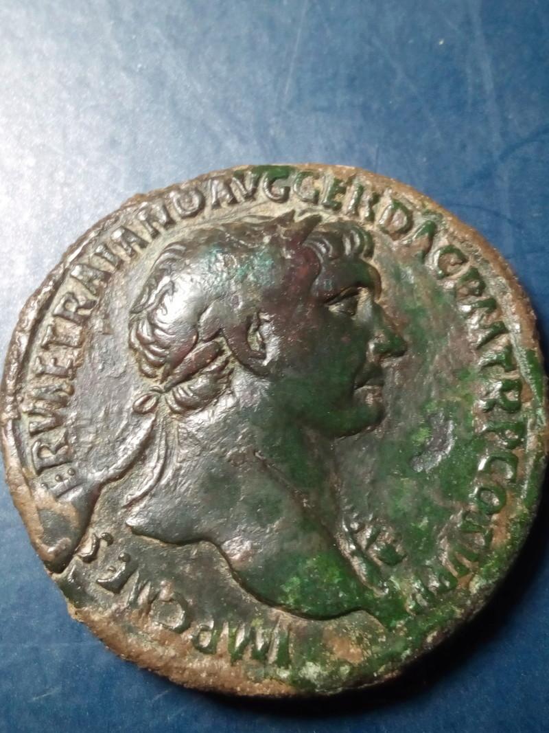Sestercio de Trajano. S P Q R OPTIMO PRINCIPI /S C. Pax Img_2044