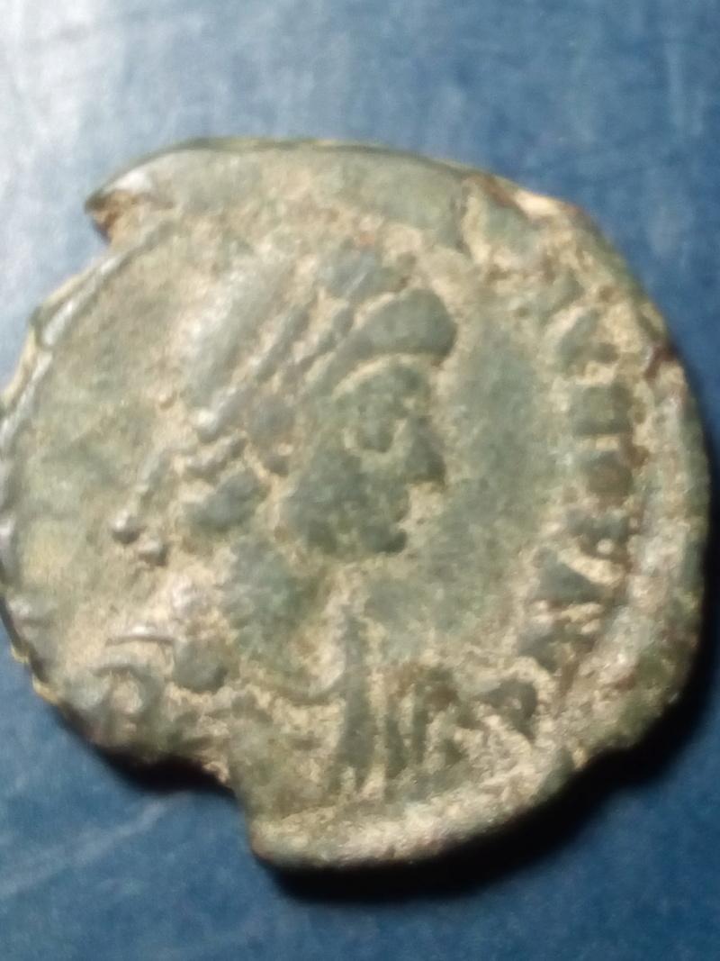 AE2/ Maiorina de Valentiniano II. REPARATIO REIPVB Img_2064