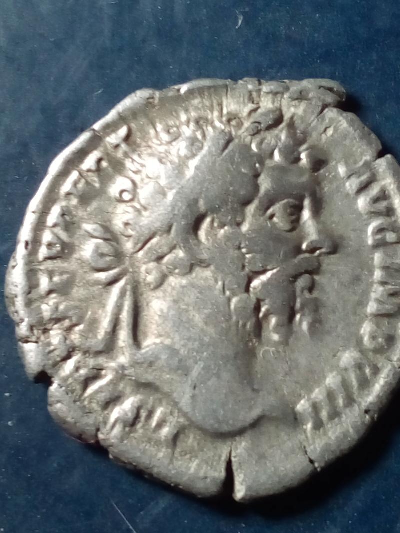 Denario de Septimio Severo. VOTA PVBLICA. Septimio Severo estante a izq. Roma. Img_2083