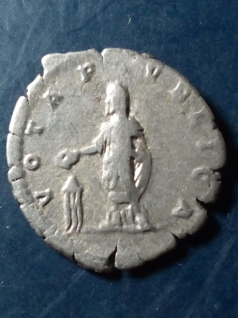 Denario de Septimio Severo. VOTA PVBLICA. Septimio Severo estante a izq. Roma. Img_2084