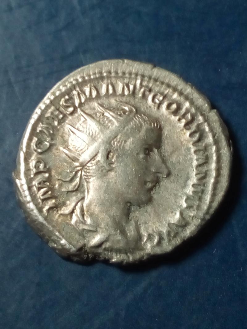 Antoniniano de Gordiano III. LIBERALITAS AVG II. Liberalitas estante a izq. Roma Img_2097
