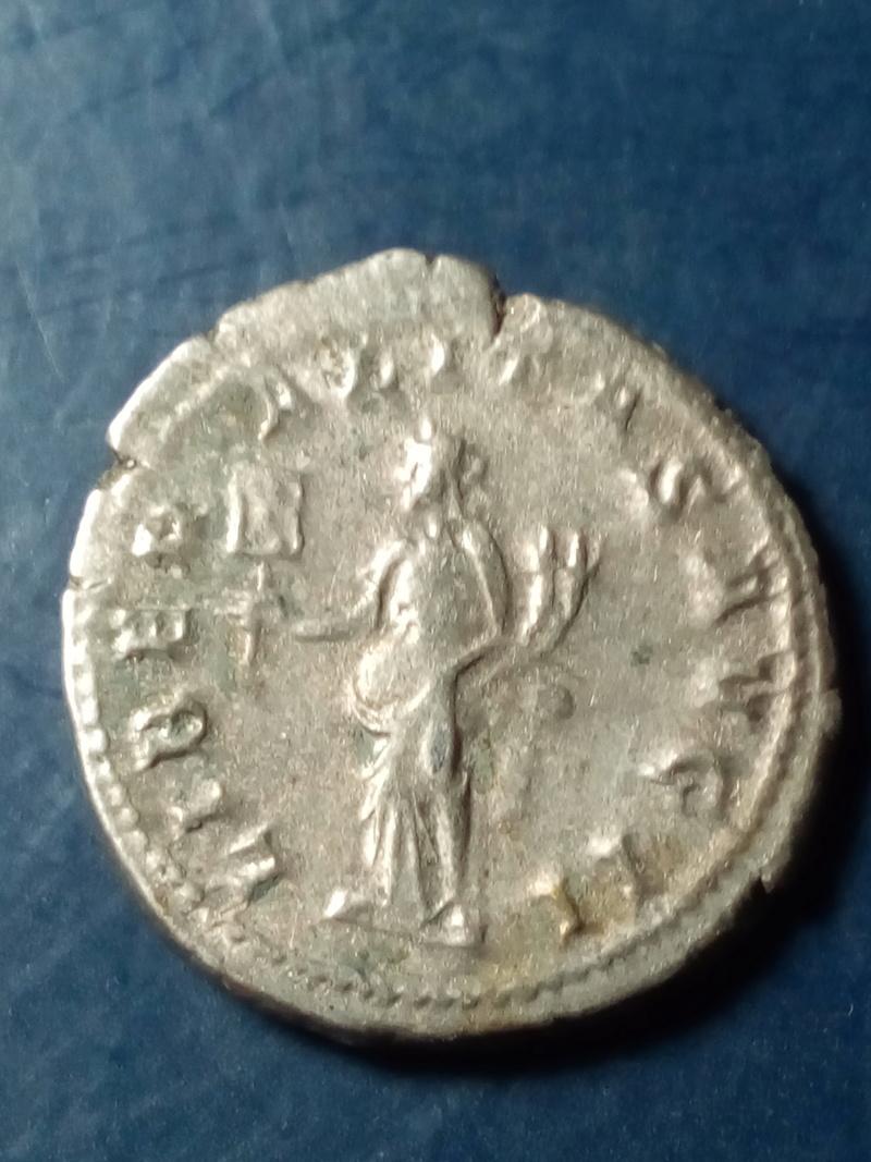 Antoniniano de Gordiano III. LIBERALITAS AVG II. Liberalitas estante a izq. Roma Img_2098