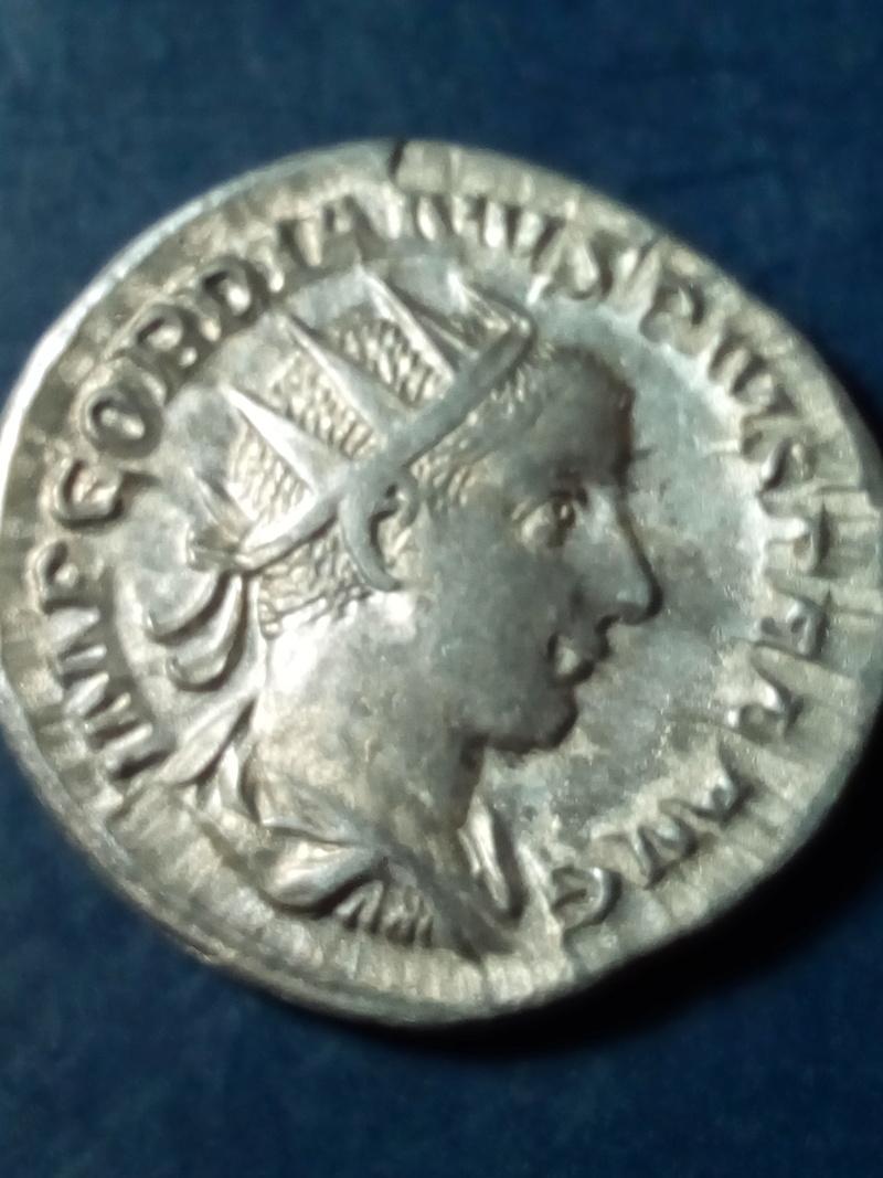 Antoniniano de Gordiano III. P M TR P V COS II P P. Apolo sedente a izq. Roma Img_2099