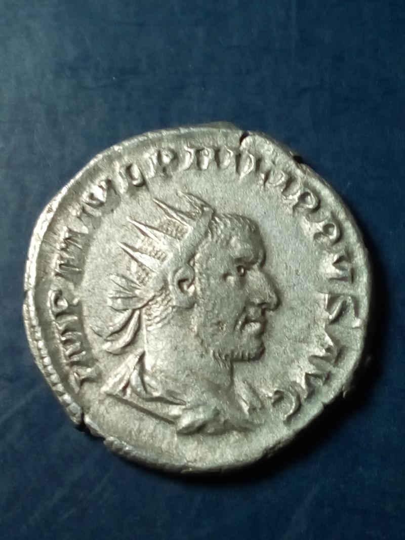 Antoniniano de Filipo I. P M TR P III COS P P. Felicitas estante a izq. Roma. Img_2107