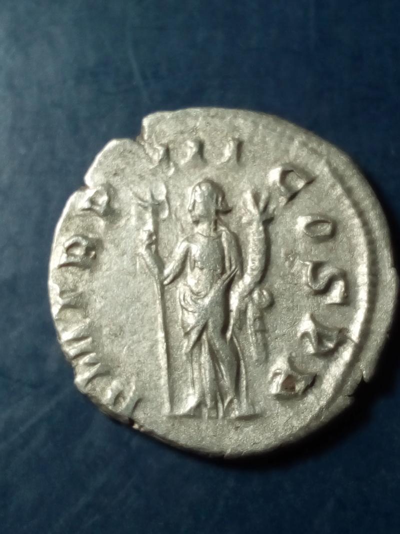 Antoniniano de Filipo I. P M TR P III COS P P. Felicitas estante a izq. Roma. Img_2108