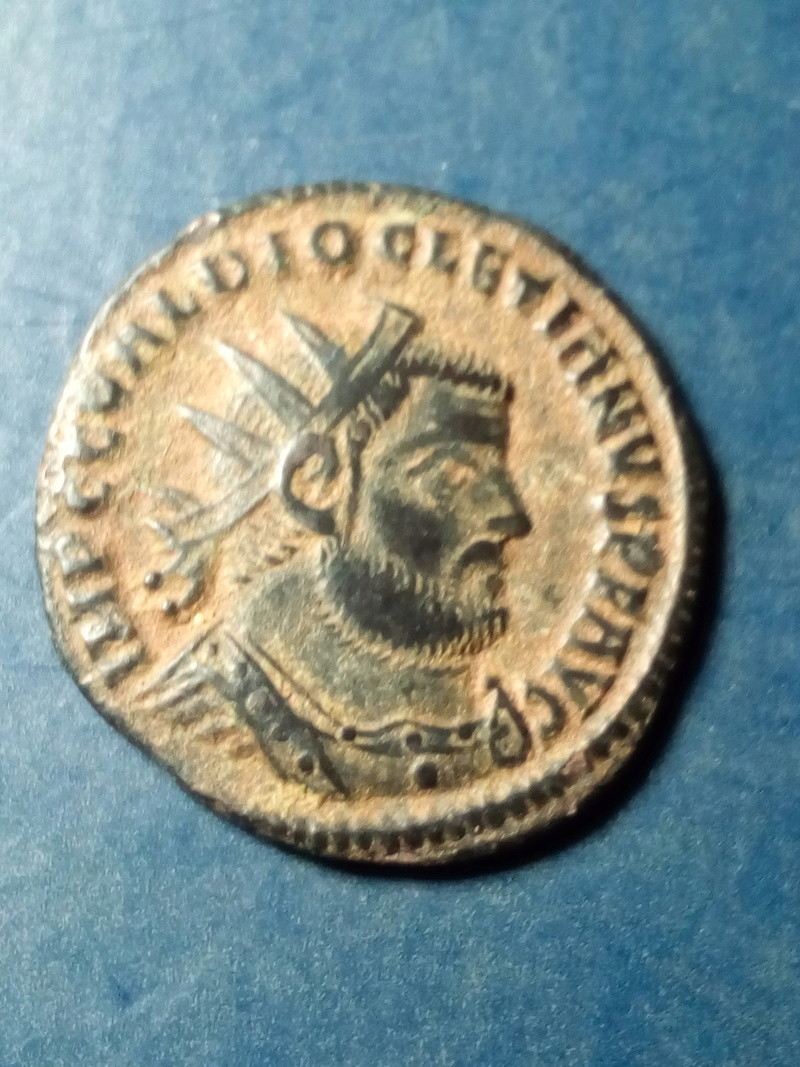 Radiado post-reforma de Diocleciano. CONCORDIA MI-LITVM. Emperador y Júpiter. Cycico. Img_2151