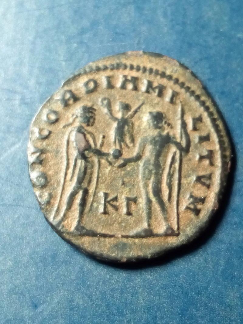 Radiado post-reforma de Diocleciano. CONCORDIA MI-LITVM. Emperador y Júpiter. Cycico. Img_2152