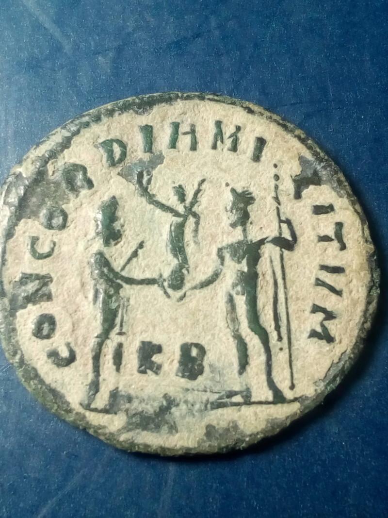 Radiado post-reforma de Maximiano Hércules. CONCORDIA MILITVM. Emperador y Júpiter. Cycico Img_2162