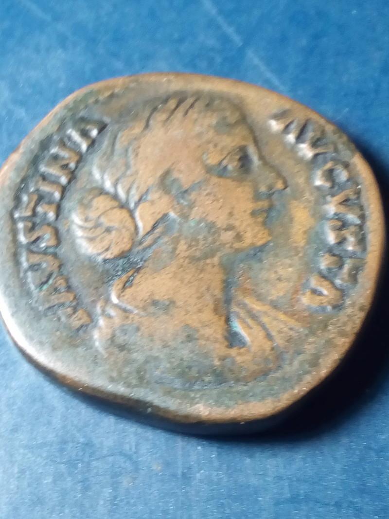 Sestercio de Faustina II. VENVS VICTRIX - S C. Venus estante a izq. Roma. Img_2203
