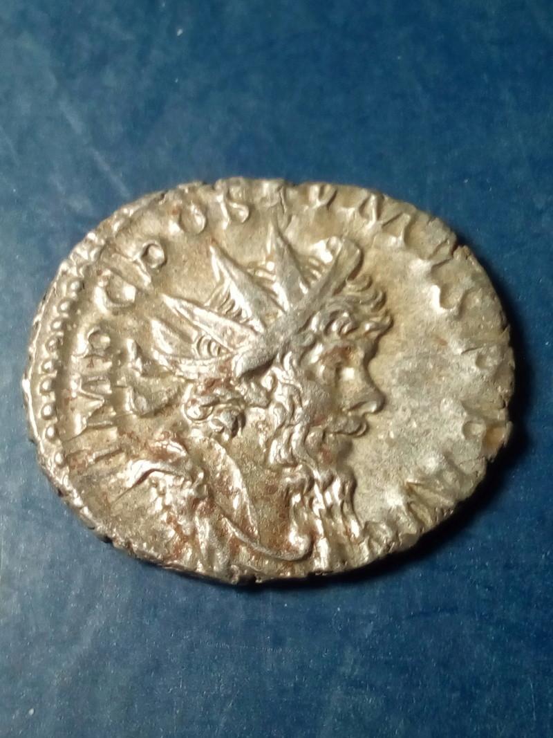 Antoniniano de Póstumo. PROVIDENTIA AVG. Providentia estante a izq. Trier Img_2206