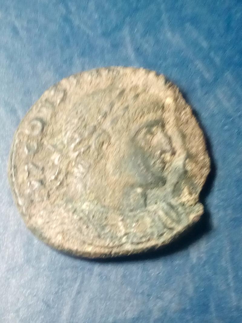 Nummus de Constantino I. SOLI INVICTO COMITI. Sol a izq. Arlés Img_2212