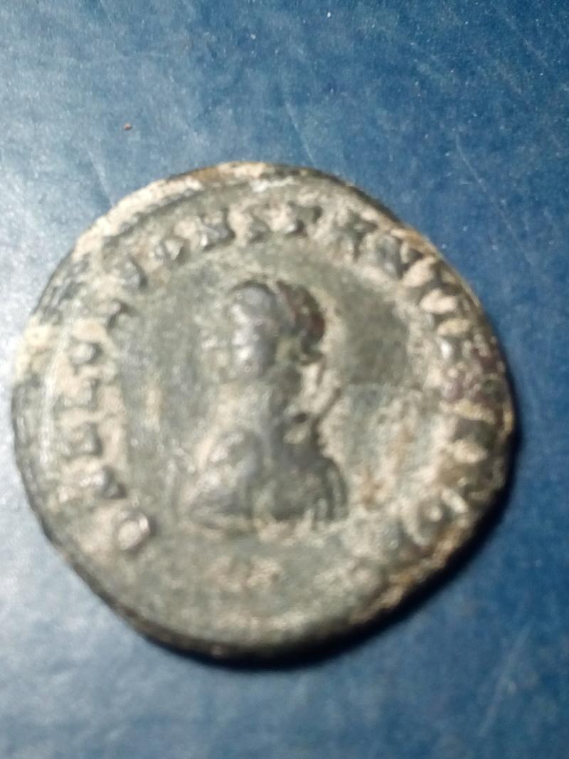Nummus de Constantino II. PROVIDENTIAE CAESS.Puerta de campamento de 3 torres. Heraclea. Img_2239