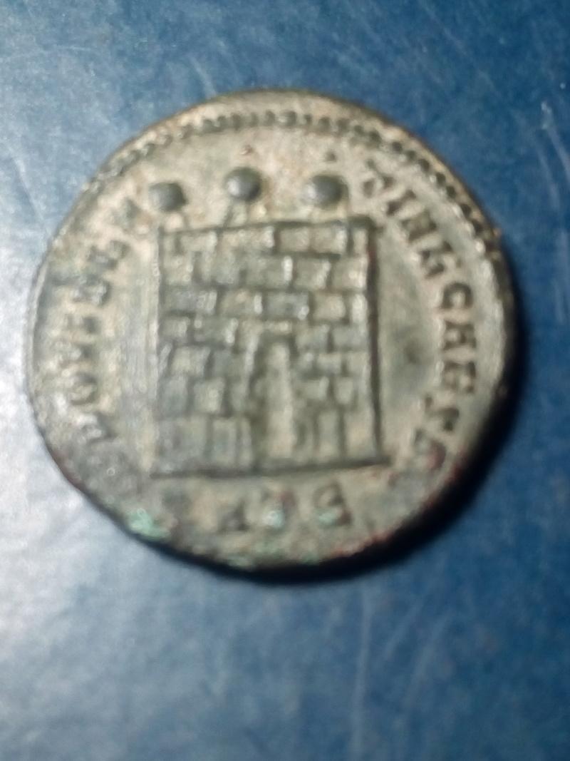 Nummus de Constantino II. PROVIDENTIAE CAESS.Puerta de campamento de 3 torres. Heraclea. Img_2240