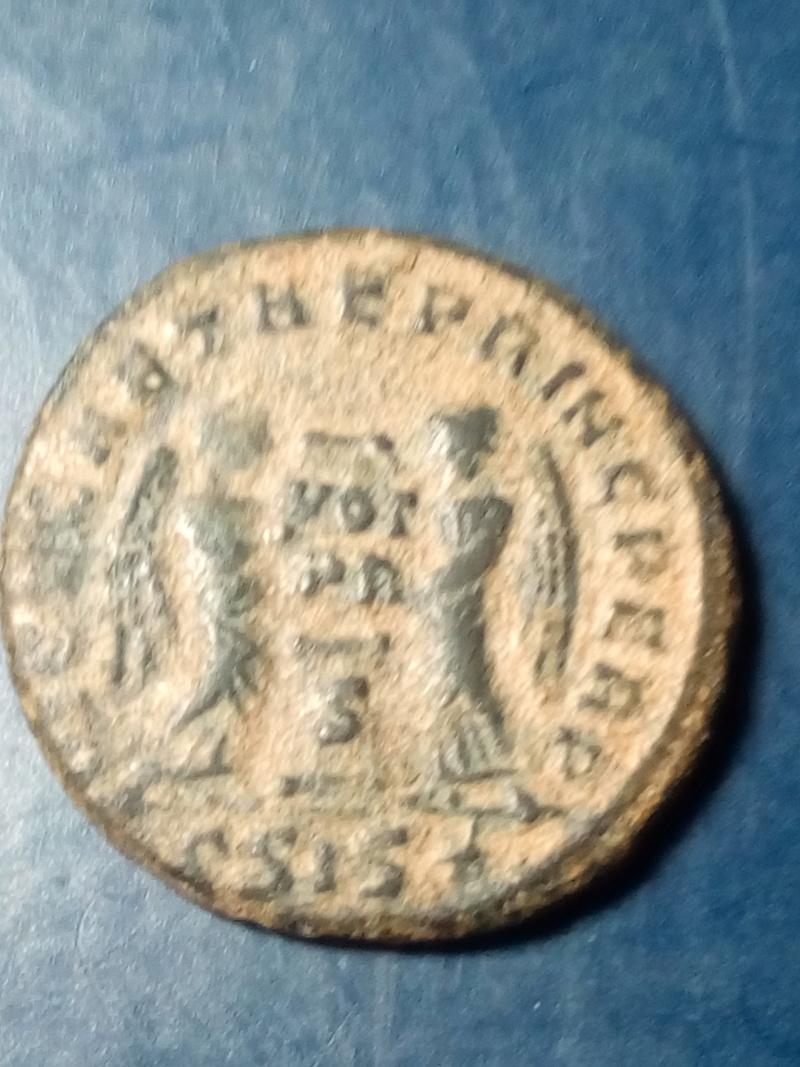 AE3 de Licinio II. VICT.LAETAE PRINC PERP. Dos Victorias estantes y enfrentadas, Siscia. Img_2250